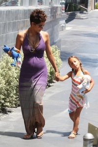 Halle Berry: Mother's Day Lunch With Daughter Nahla Aubrey & Fiance Olivier Martinez